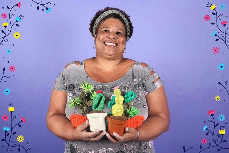 Sandra Portela é uma das artesãs ligadas à rede Asta e incluidas na plataforma Entusiasta.
